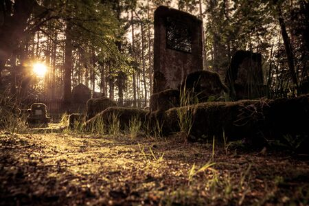 Gravestones of an old forgotten cemetery Banque d'images - 134799509