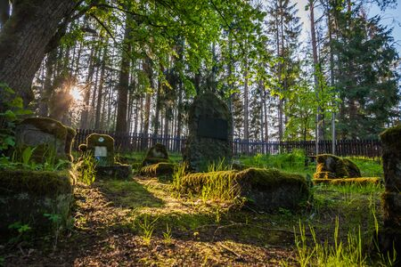 Gravestones of an old forgotten cemetery Banque d'images - 134799511