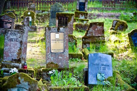 Gravestones of an old forgotten cemetery Banque d'images - 134799513