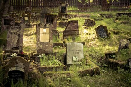 Gravestones of an old forgotten cemetery Banque d'images - 134799517