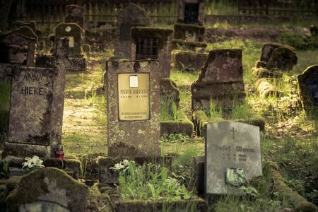 Gravestones of an old forgotten cemetery Banque d'images - 134799518