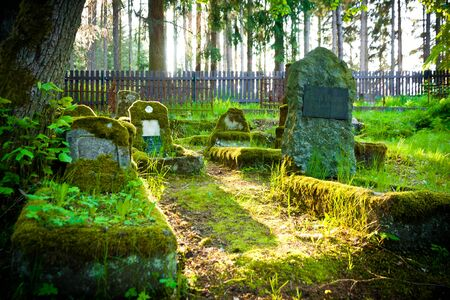 Gravestones of an old forgotten cemetery Banque d'images - 134799522
