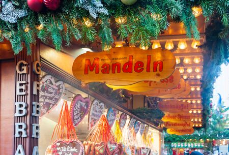 A kiosk at the christmas market in Dresden, Saxony 版權商用圖片