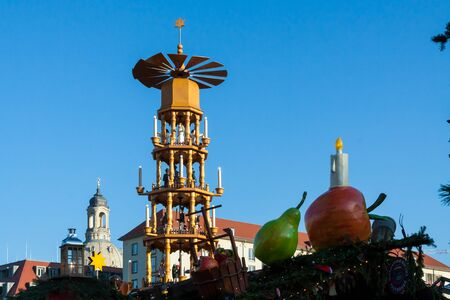 The pyramid of the christmas market in Dresden, Germany 版權商用圖片