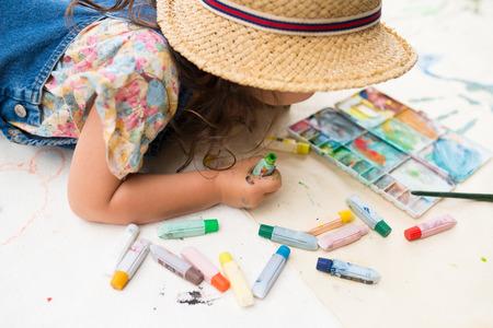 Girl play with paint Standard-Bild
