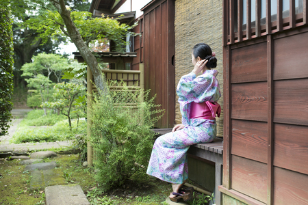 Woman sit wearing a yukata 스톡 콘텐츠