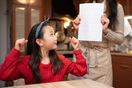 The girl is praised for her good test