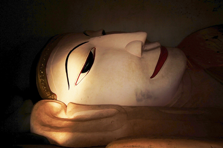 Big white Buddha statue Standard-Bild