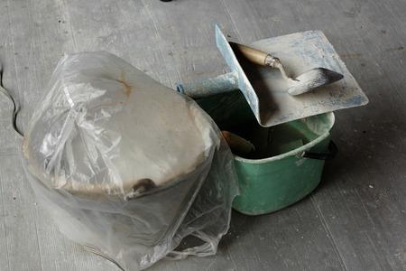 Trowel plaster placed on the floor. Standard-Bild