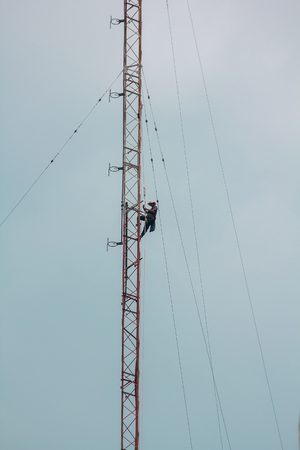 Men are climbing on the antenna. To install the device