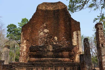 Ancient Buddha statue that have decayed over time at The Vihara of Wat Si Iriyabot, Kamphaeng Phet Historical Park, Thailand. Reklamní fotografie