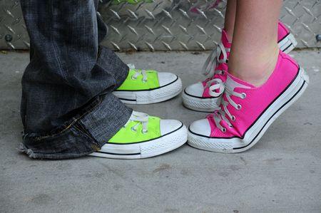 pies masculinos: zapatos de moda punk Foto de archivo