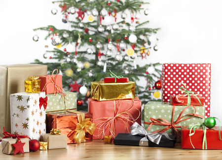 christmas tree in the background with lots of gifts Standard-Bild