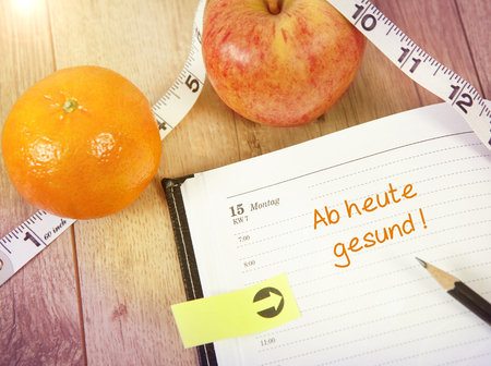 today: a calendar with fruit, starting today healthy Stock Photo