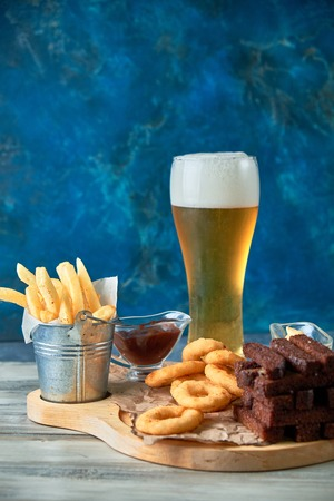 a variety of snacks for light beer in a glass Standard-Bild - 114399052