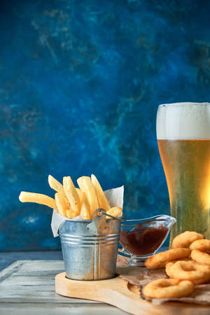 a variety of snacks for light beer in a glass Standard-Bild - 114399053