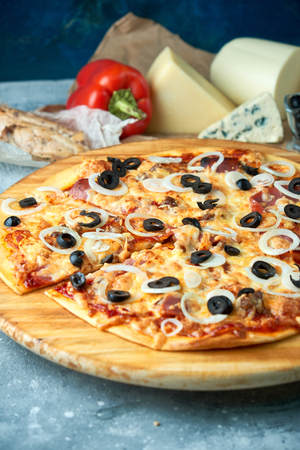 Slice of hot pizza large cheese lunch or dinner crust seafood meat topping sauce. with bell pepper vegetables delicious tasty fast food italian traditional on wooden board table classic in view Standard-Bild - 114399064