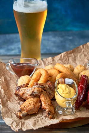 Grilled sausages with glass of beer pic Standard-Bild - 114399090