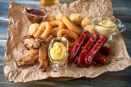 Grilled sausages with glass of beer pic Standard-Bild - 114399093