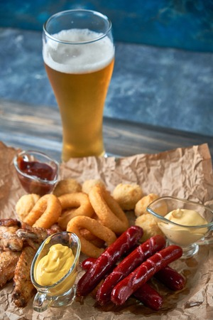 Grilled sausages with glass of beer pic Standard-Bild - 114399104