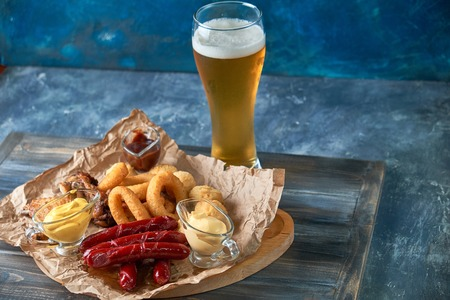 Grilled sausages with glass of beer pic Standard-Bild - 114399110