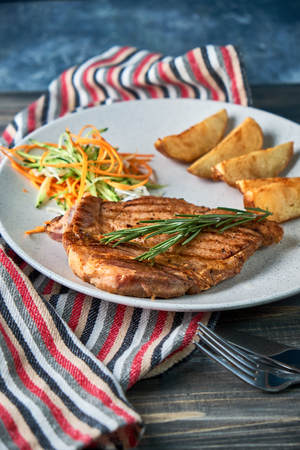 grilled beef steak with vegetables on plate Standard-Bild - 114399121