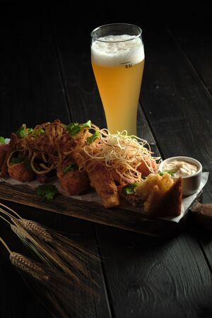 Glass of cold beer with appetizer. catering menu Stockfoto