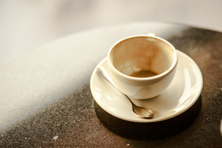 Empty hot coffee cup Imagens