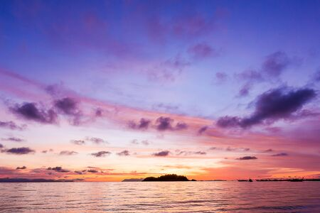 Beautiful sunset sky background Imagens - 131768623