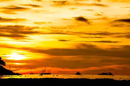 Beautiful sunset sky background Imagens