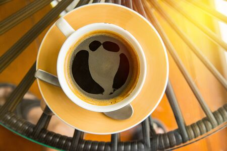 Top view hot coffee on table Imagens - 134765162