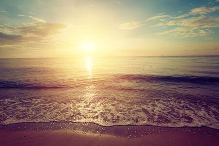 Vintage beautiful sunrise over tropical beach Imagens