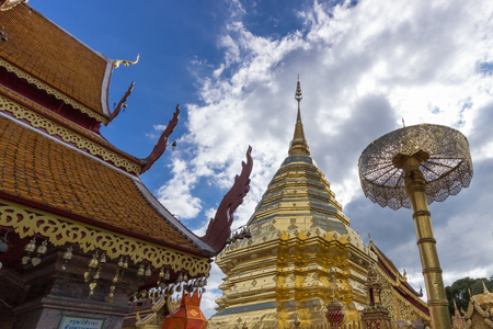 doi: Doi Su Thep - golden pagoda