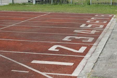 pista de atletismo: corriendo punto de inicio de pista Foto de archivo