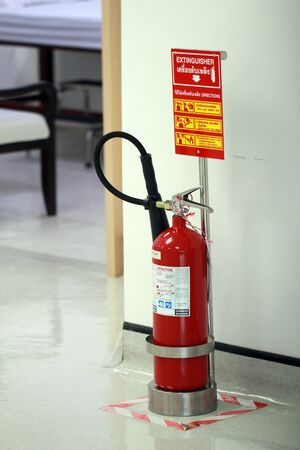 Handheld fire extinguisher with stand and convenience to use Foto de archivo