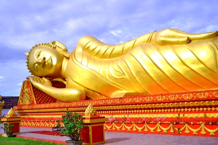 Images du Bouddha couch� au laos photo
