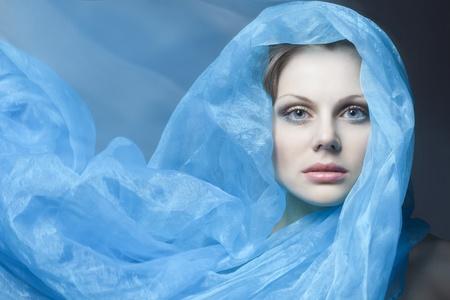belle fille avec un chiffon bleu évolution