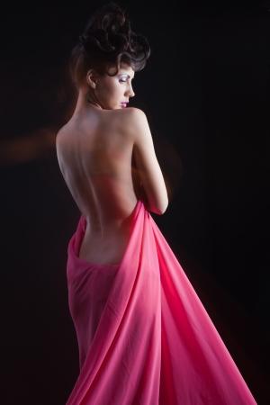 femme se deshabille: Beaut?ille nue