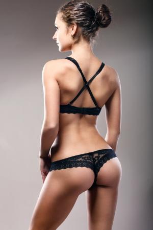 Young sexy dans la lingerie