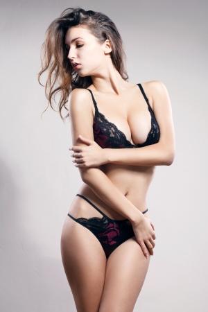 Jeune femme sexy en lingerie