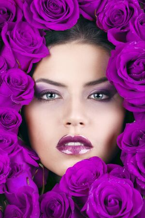 Portrait of young beautiful stylish girl with beautiful roses Imagens - 15846124