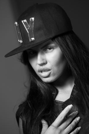 rapero: chica en una gorra de rapero Foto de archivo