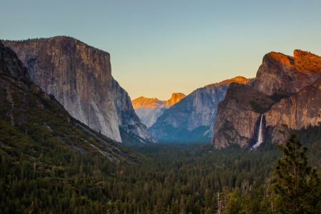 the valleys: Yosemite Valley from Tunnel View at Sunset, Yosemite National Park, CA Stock Photo