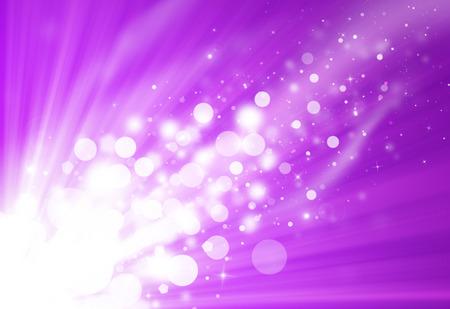 purple: Chispa p�rpura brillo rayos desenfocado luces bokeh hermoso fondo abstracto.