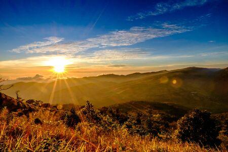 Blue Sky Red Sky Sun Rise en Sun Flare Stockfoto
