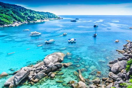 Boot auf Blue Ocean Clear Water