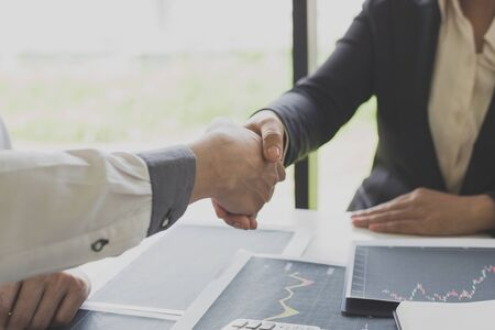 Shake hands of businessmen, young men, the company's financial accountants join hands to congratulate the owners of successful companies that are very profitable, financial business Archivio Fotografico