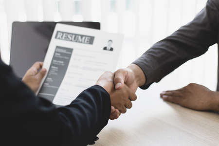 Employer or HR department welcomes new employees, Shaking hands with congratulations or achieving business and income success, Hand shak concept. Banque d'images