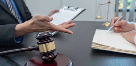 Judge or lawyer has explained and calculated the law to the client to sign the document as important evidence in the case of fraud and not receiving fair treatment, Accuracy and justice of the law concept.