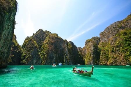 마야 베이, 태국의 남쪽, 크라비 지방의 피피 섬, 비치 영화 스톡 콘텐츠